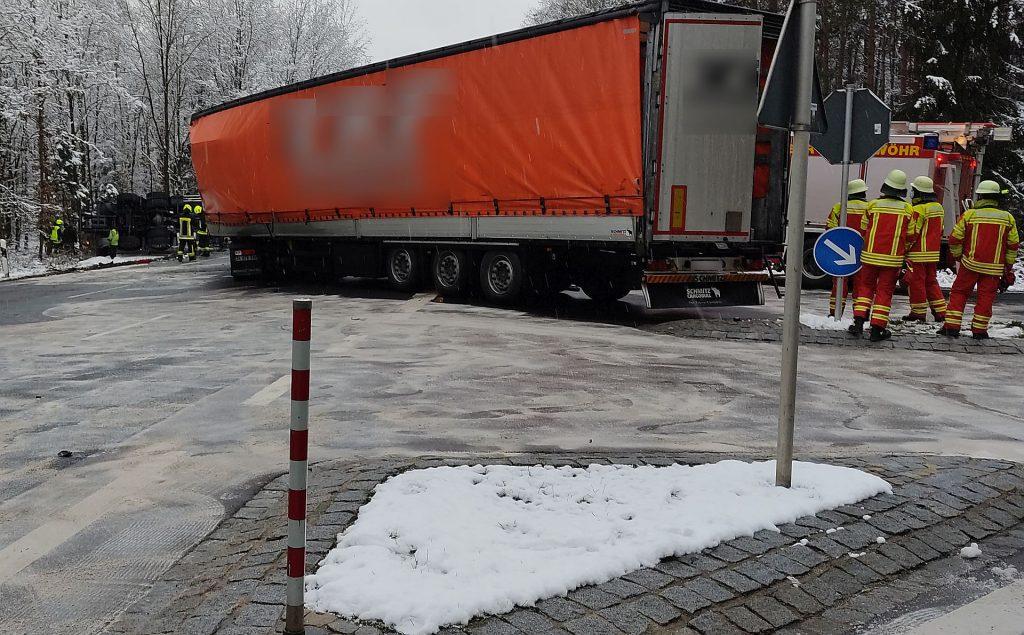 Der Sattelzug missachtete die Vorfahrt des Propangastransporters Foto: Mike Janitschek / Pressedienst Wagner