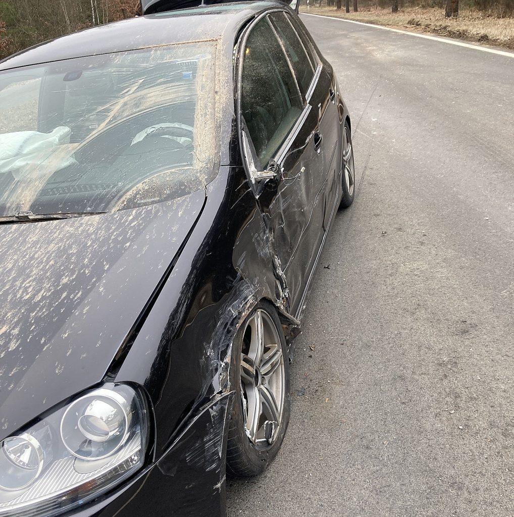 Am PKW der Unfallverursacherin entstand hoher Sachschaden Foto: Polizei