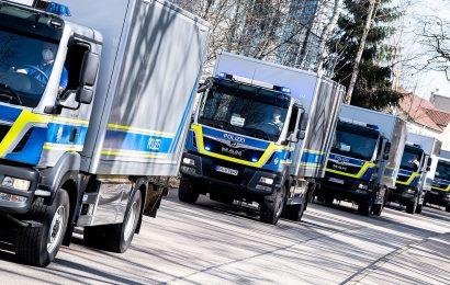Herrmann schickt 13 Lkw auf die Reise – Bayerische Polizei übergibt EDV und Büroausstattung