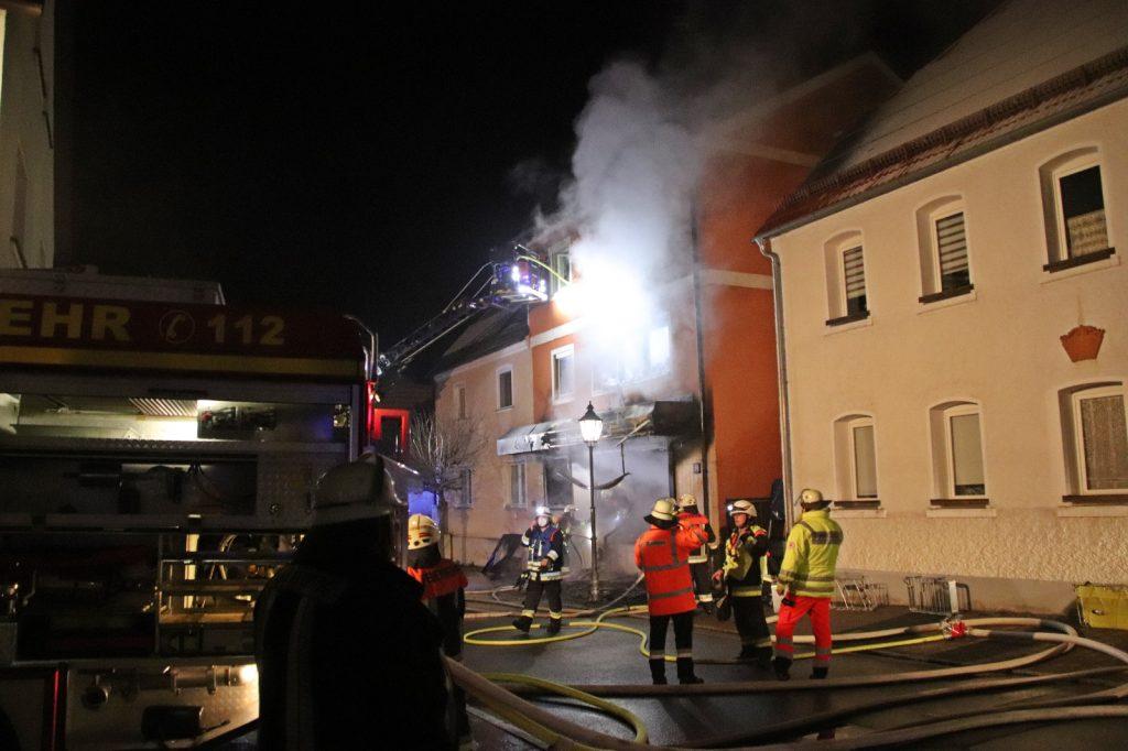 Das Wohnhaus brannte komplett aus, es entstand Sachschaden von rund 400.000 Euro Foto: Oberpfalz Aktuell