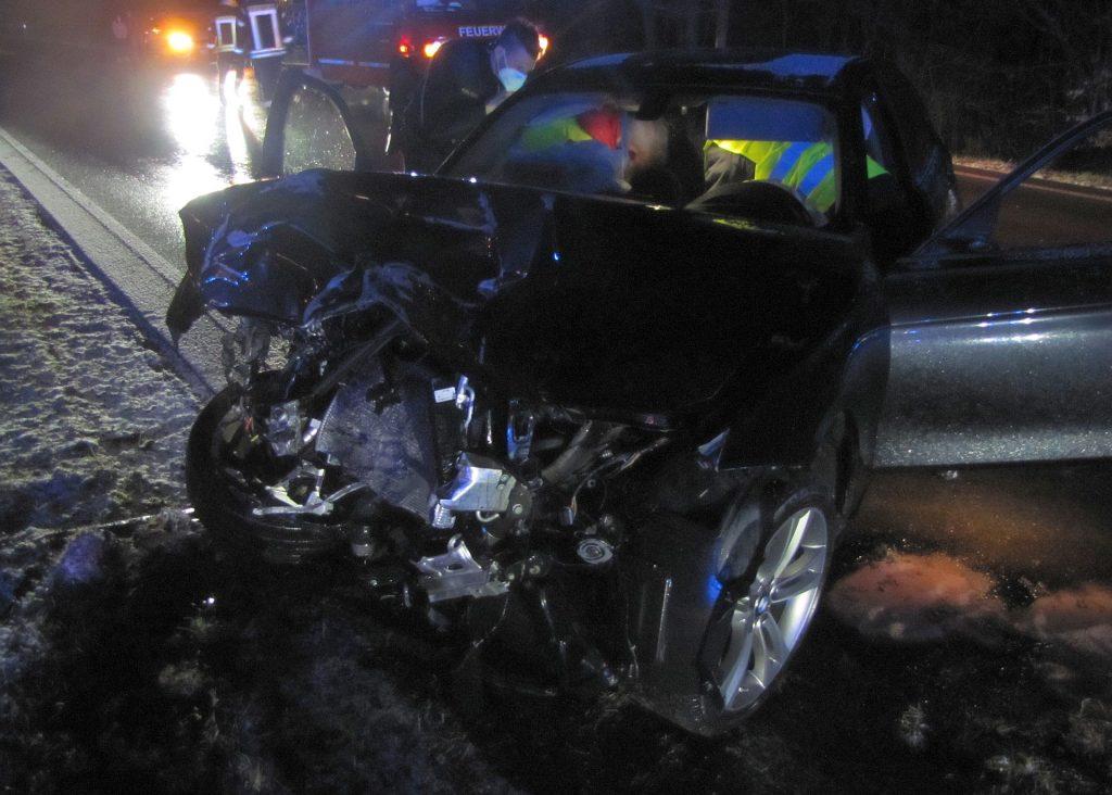 Auf dem unfallverursachenden BMW waren bereits Sommerreifen montiert Foto: Polizei Su-Ro