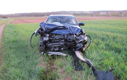 Beim Queren der St2120 bei Hahnbach Unfall verursacht