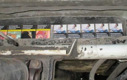 Bild (Hauptzollamt Regensburg): Zigaretten im Schmuggelversteck