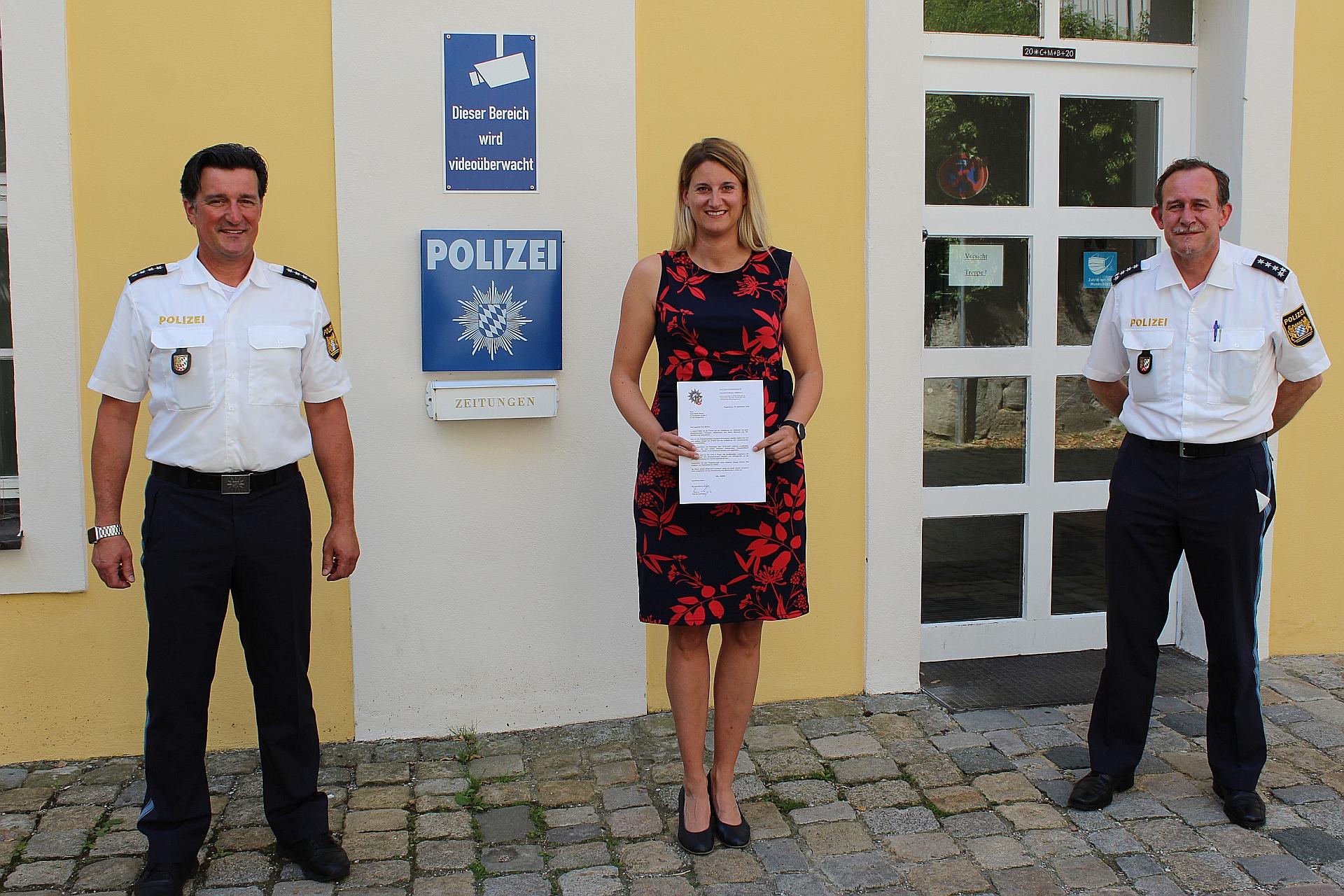 Polizeivizepräsident Schöniger belobigt zwei aufmerksame Frauen