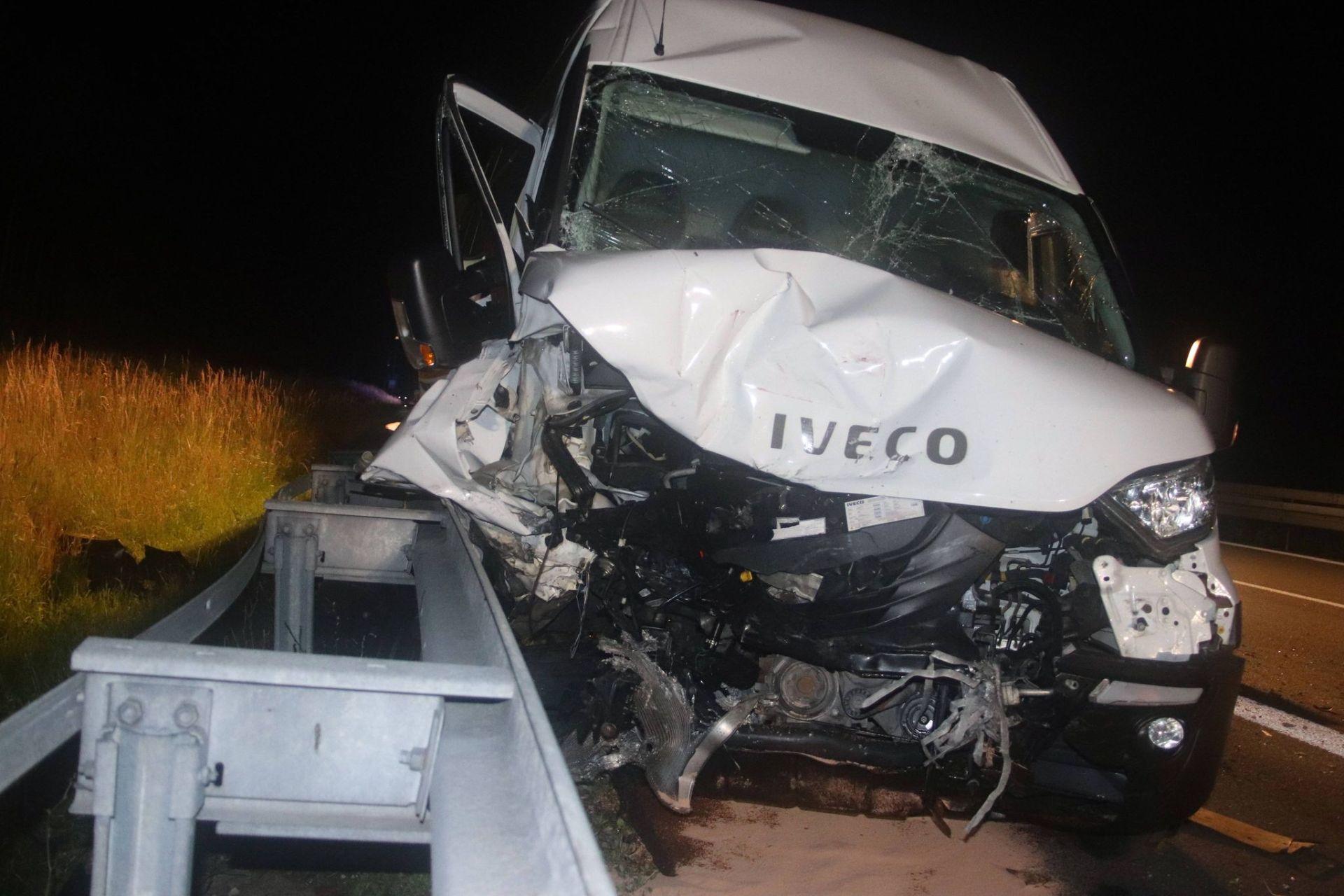 Verkehrsunfall mit eingeklemmter Person auf der A3 bei Barbing