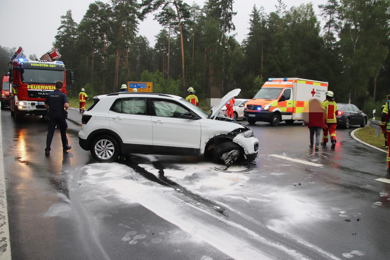Hoher Sachschaden entstand bei dem Unfall bei Parkstein Foto: Oberpfalz Aktuell