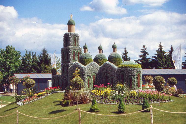 Foto: (Bernhard Frank, Stadt Amberg): Die Kathedrale von Périgueux – der Beitrag von Ambergs französischer Partnerstadt zur Landesgartenschau 1996