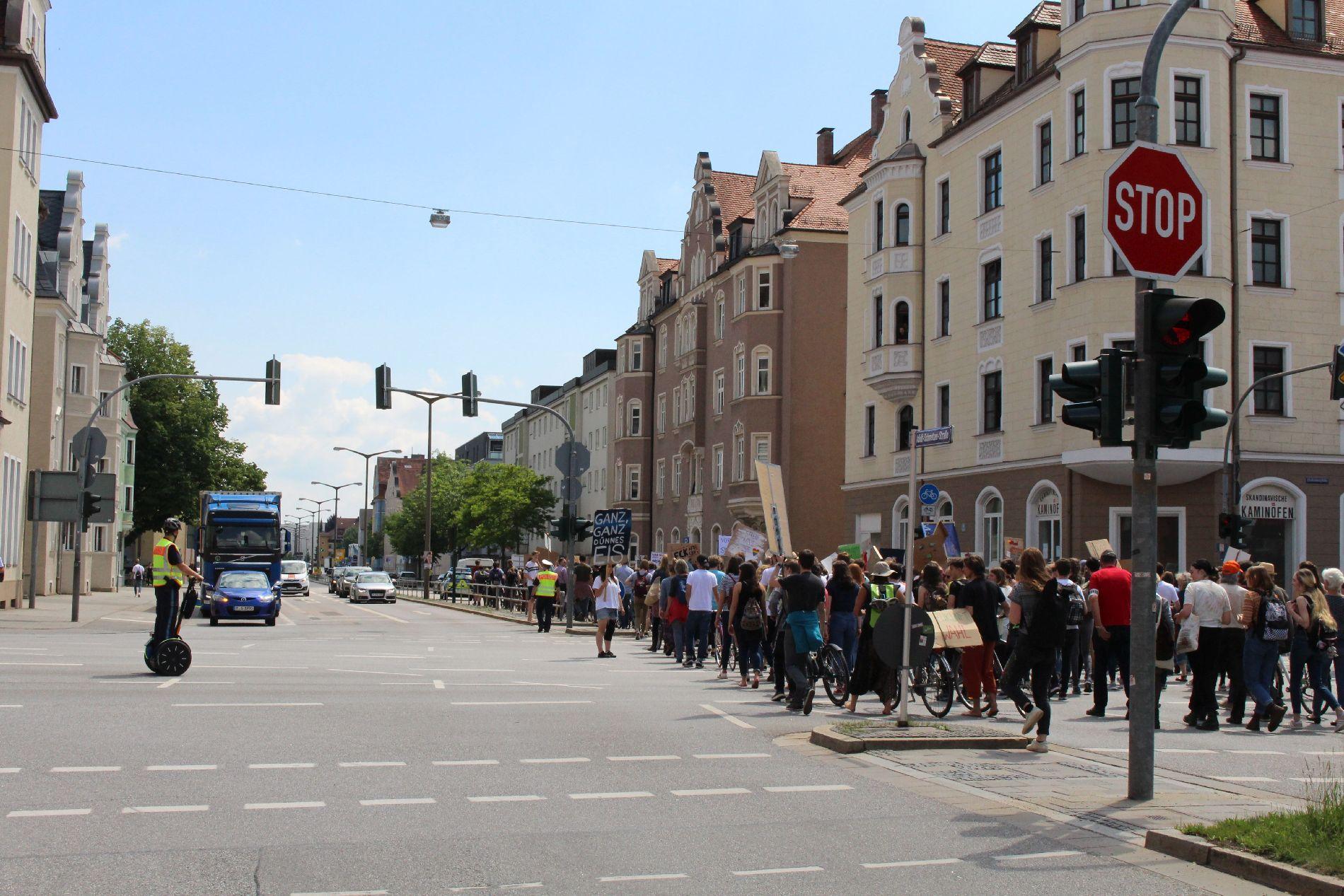 Verkehrsmaßnahmen der Polizei bei einer Versammlung von Fridays for Future Foto: PI Regensburg Süd