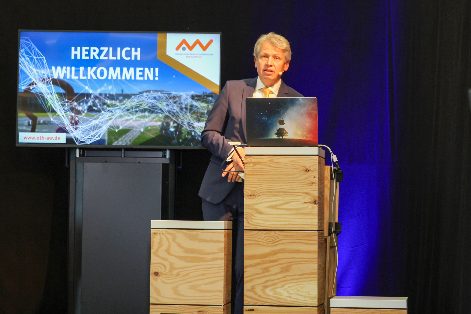 Nicht nur die Studierenden fangen neu an – Neuer Präsident der OTH Amberg-Weiden begrüßt 946 neue Studierende