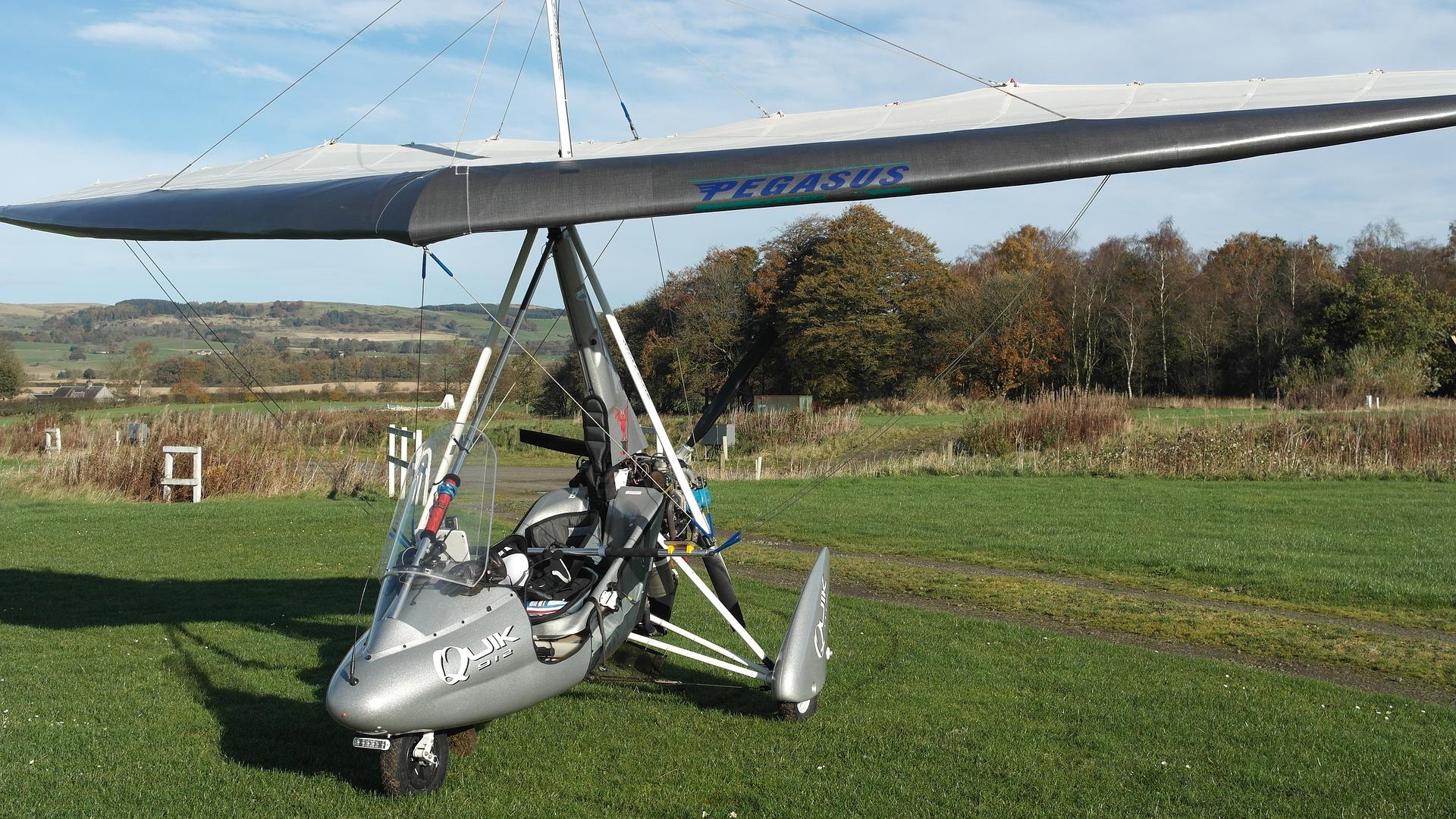 Notlandung eines Ultraleichtflugzeuges nähe Vorbach